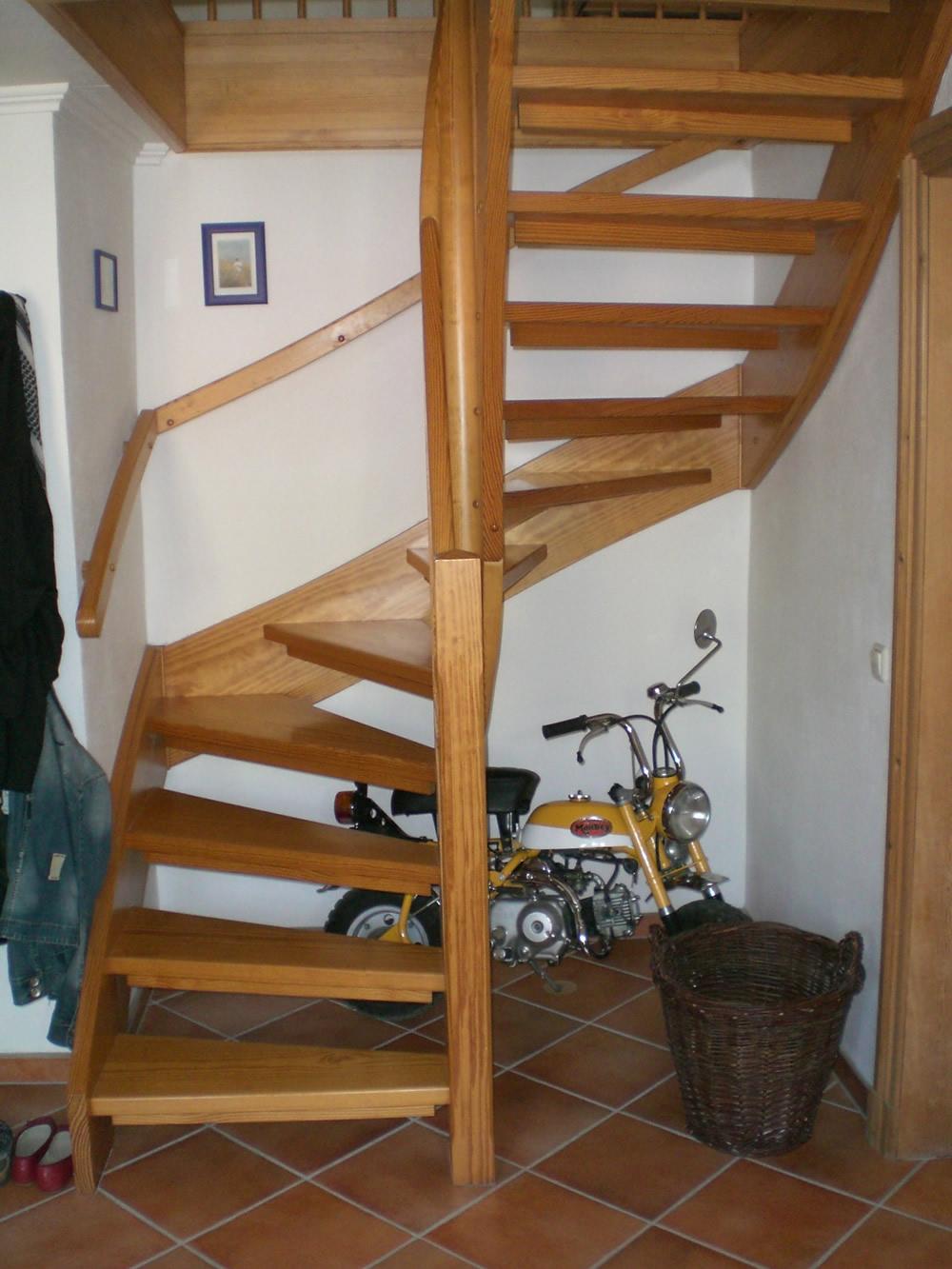 treppen aus holz. Black Bedroom Furniture Sets. Home Design Ideas